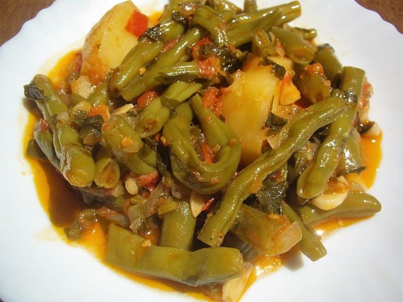 fasolakia (green beans & potatoes)
